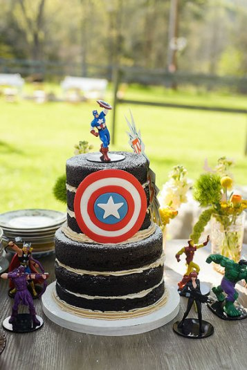 C__Data_Users_DefApps_AppData_INTERNETEXPLORER_Temp_Saved Images_captain-america-superhero-wedding-cake-soli-phootgraphy-southern-weddings-loverly